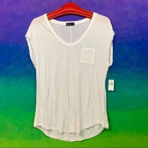 gap • classic white thin knit v-neck pocket tee m